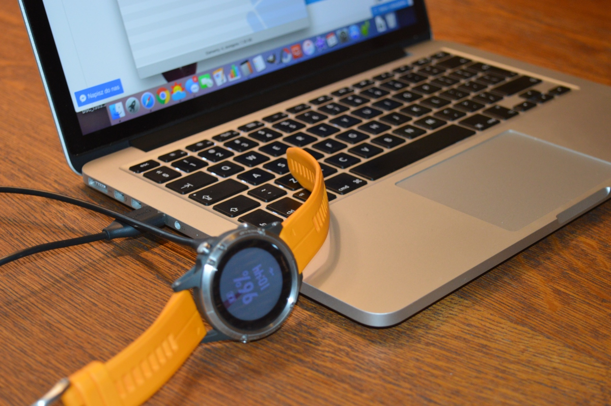 Podłączanie zegarka Fenix 5 Plus do komputera Mac