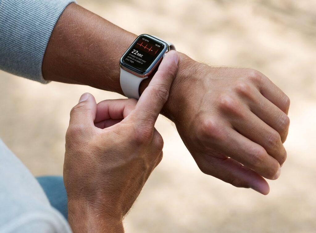 Pomiar EKG w Apple Watch 4